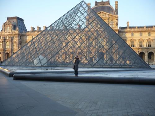Louvre a jeho vstupná pyramída